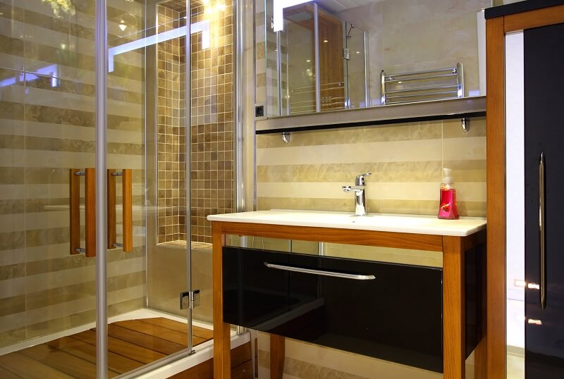 Interrior view of a modern bathroom