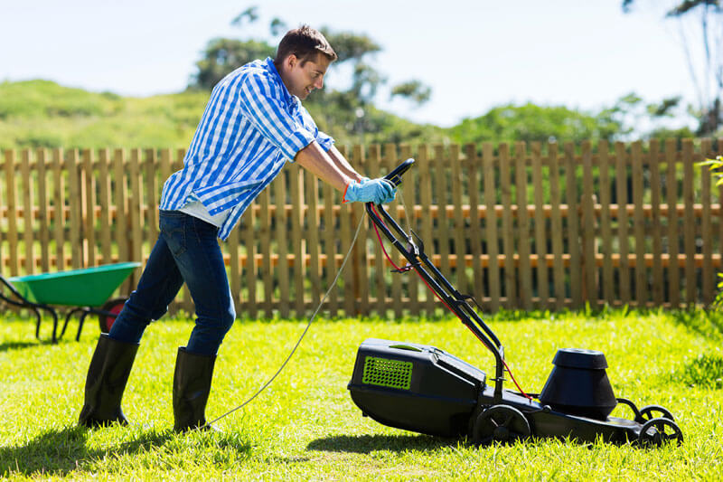 Commercial-Lawn-Mowing